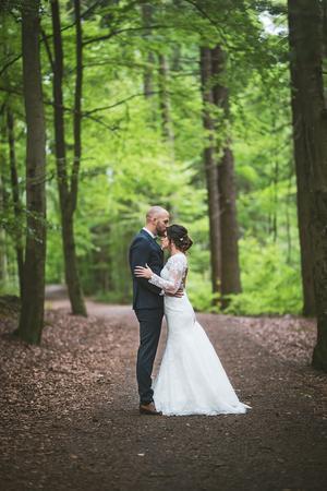 """Foto: Magnus Danielsson: """"Bröllopsfotografering är verkligen att tänka igen, du ska vara på alla platser samtidigt. För det händer bara en gång""""."""