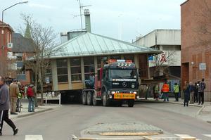 Brostugan flyttades 2009, under uppseendeväckande former. Foto: Arkiv