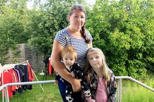 Nu har Jessica Söderberg överklagat beslutet att Maja inte ska få skolskjuts. Med på bilden är även Jessicas dotter Alice som ännu inte börjat förskolan.