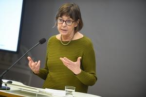 """LSS-utredaren Gunilla Malmborg föreslår att en ny insats som riktar sig till barn ska införas. Insatsen kallas """"personligt stöd för barn"""" och ansvaret för insatsen ska läggas på kommunerna. Detta är ett mycket farligt förslag, skriver Maria Persdotter och Annika Stridh. Foto: Naina Helen Jåma, TT."""