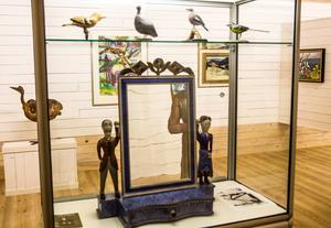 Lim Johans pigtittare, några snidade fåglar och konst från 1950-talet och framåt.