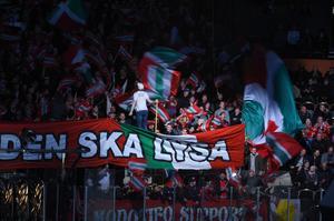 Det blir en kamp mellan två supporterskaror på läktaren. Bild: Robbin Norgren/arkiv