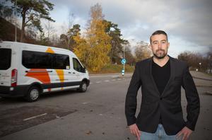 Brandmannen Jimmy Norell i Nynäshamn vädjar till allmänheten att låta bli att filma trafikolyckor om de passerar en olycksplats.