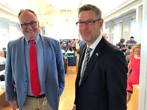 Oppositionsrådet Per Wahlberg (M) önskar lycka till för Erik Lövgren (S) i EU-politiken.
