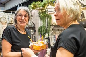 Camilla Westlund från Hede Färg och Måleri hade mässans snyggaste monter. Här firar hon lite i förväg tillsammans med Carina Gillsberg.