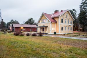 Det här huset i Köpmanholmen såldes för 1,75 miljoner kronor. Foto: Mäklarhuset