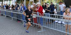 Sara Svensk vann SM-guld för damer när medeldistansen i triathlon avgjordes på Sala Silverman.
