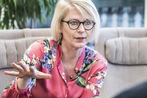 Förra året presenterade  Moderaternas ekonomisk-politiska taleskvinna Elisabeth Svantesson en rapport om att nettokostnaden för invandringen var 40 miljarder kronor om året, ungefär motsvarande den årliga utgiften för försvaret.  Foto: Lars Pehrson / SvD / TT