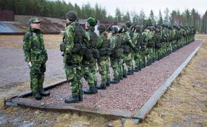 Sammanlagt 35 ryckte unga män och kvinnor in för grundutbildning hos Dalregementsgruppen.