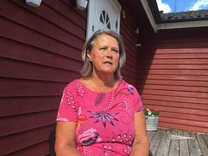 Agneta Kumlin orkade inte vara kvar inom polisen efter att hennes före detta chef Lena Tysk friats från ofredande. Nu föreläser hon om hur makt kan förgöra ett gott ledarskap och om sina upplevelser inom den nya polisorganisationen. Under flera år led hon av  sömnlösa nätter, magont och högt blodtryck.
