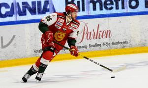 Niki Petti kliver in på avstängde Niklas Fogströms plats i laget mot Björklöven.