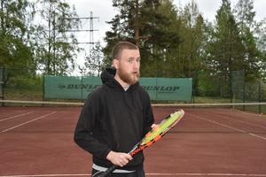 Fabian Jansson lämnar Örnsköldsviks Tennisklubb och flyttar söderut.