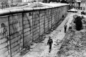 """""""Jag hoppas att vi släpper vår självgodhet och börjar intressera oss för länderna bortom Muren, både Ryssland och det forna Östeuropa"""", skriver Ulrika Knutson."""