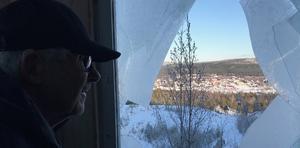 Alf Hedström möttes av en vandaliserad anläggning när han tittade till hoppbacken i Hede.