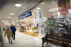 Akademibokhandelns 66 helägda butiker omsatte nästan en miljard förra året, och gjorde en förlust på cirka 100 miljoner.