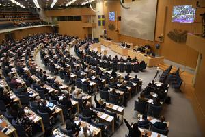 Budgeten är en katastrof för landet, och man fick igenom den på grund av SD. Snacka om dubbelmoral av M och KD, skriver Leif Nyström. Foto: Fredrik Sandberg/TT