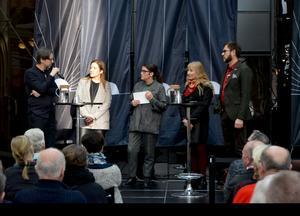 Paneldebatt i Kulturmagasinet efter uppförandet av Harold Pinters pjäs Presskonferensen. Diskussionen fördes mellan Jan Boholm, skådespelare, Kajsa Falasca, forskare, Sofia Mirjamsdotter, moderator, Susanne Holmlund, kulturredaktör och Mikael Flodström, vd för Scenkonst Västernorrland.