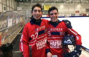Robin och Jacob Signeul är tonårsbröderna från Sundborn som blev VM-spelare i bandy för Storbritannien. Foto: Privat
