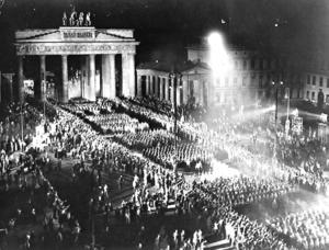 1933 fick nazisterna plats i den tyska regeringen med stöd ifrån de borgerliga partierna. Foto: AP