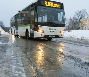 De isiga vägarna i Härnösands centrum skapar problem för bussarna.