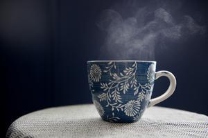 Kom ihåg att den du bjuder på te inte har någon skyldighet att dricka. Foto: Jessica Gow / TT