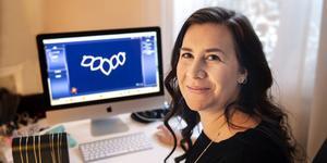 Camilla Nordlund designar sina smycken med hjälp av ett 3d-program. En av de första kollektionerna var Lotus.