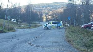 Under måndagsförmiddagen var brottsplatsen avspärrad.
