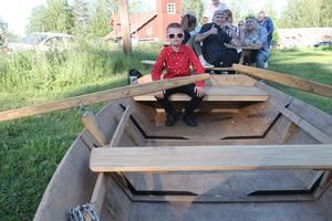 Leon Nordgren från Avesta vann högsta vinsten i midsommarlotteriet. Läsarbild: Mats Danielsson.