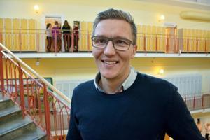 Robert Nordqvist är rektor för hockeygymnasiet. Han berättar att avtalet med Modo ska diskuteras inför en ny certifieringsperioden.