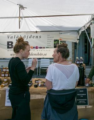 Junsele marknad lockade dit besökare från Stockholm.