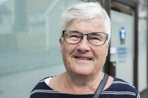 """Kristina Svensson, 76: """"Jättebra. Jag mår inte illa av det, men man känner lukten om någon sitter och röker på sin balkong"""