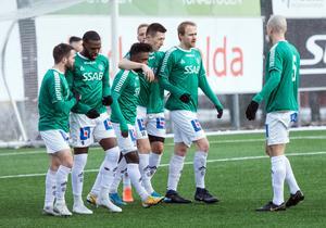 Kristian Andersen och Leonard Pllana (med armen runt om Andersens hals) höll hov mot Degerfors och stod tillsammans för hela sju poäng i Brages 5–2-seger.