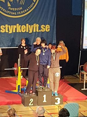 Åsa Halvarsson tog guld i M2 klass 84. Bild: Sundsvalls AK.