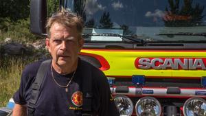 Jens Eriksson  har varit brandman sedan han var 23 år. Här ses han i samband med en utryckning förra året. (Arkivbild)