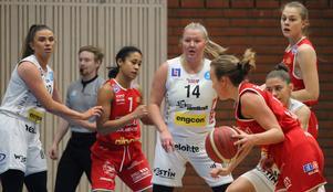 Frida Joelsson spelar försvar. Stina Dahlin och Smilla Vågström är de övriga ÖB-spelarna.