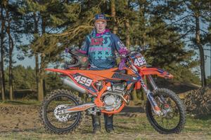 Stefan Olsson satte punkt för tävlingssäsongen 2018 med enduroklassikern Gotland Grand National. Till vardags är det motocross som gäller för den 19-årige talangen från Vansbro. Foto: Daniel Rodolfi
