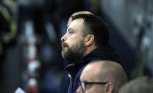 Stefan Lundqvists Avesta BK har hittills tagit poäng i samtliga matcher i Hockeytrean.