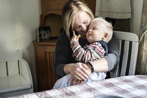 Beatrice tackar läkaren Tomas Björk för att hennes son överlevde.