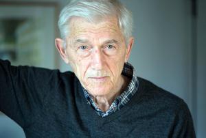 Theodor Kallifatides är en av de författare som skrivit om konsten att åldras med värdighet. För honom öppnade sig språkets värld på nytt när han återknöt till grekiskan. Bild: Fredrik Sandberg