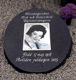 Foto: Jurek Holzer/SvDOperastjärnan Birgit Nilssons grav på kyrkogården i Västra Karup.