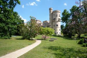 """""""Å den var härrlig denna park"""" med """"ett gammalt slott ganska likt Rehn-borgarna"""", skrev Hjalmar Bergman hem till mamma Frederique om mötet med Babelsberg i maj 1899.  Foto: Astrid Lindén och Clas Thor."""