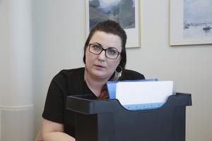 """""""Lagen gäller alla och det ska inte finnas utrymme för godtycke. Sen förstår jag att den som drabbas kan tycka att det är en jättehög avgift och att det är orimligt och jättepetigt från vår sida"""", säger Lina Ström."""