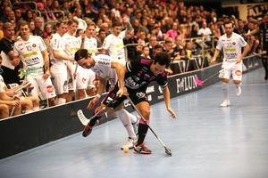 Robin Nilsberth och Alexander Hallén i en av många tuffa dueller under lördagen.