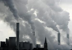 Överskottet på utsläppsrätter inom EU ökar nu snabbt, skriver artikelförfattarna.