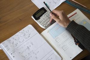 Dyskalkyli innebär att användandet av siffror ställer till problem för den drabbade. Det gör att matematiken blir besvärlig och det är lätt att komma efter i skolan.  Foto: Foto: Fredrik Sandberg/TT