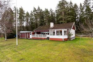 Foto: Tomas Arvidsson, Bostadsfotograferna. Trea i klicktoppen denna vecka är huset på adressen Stortorp 555.