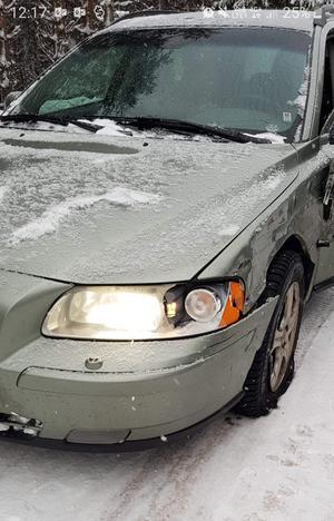 Bilen Ström och hans familj färdades i vid olyckan kunde inte köras vidare. Att motparten säger att denne inte såg att de var kvar på olycksplatsen förkastar han. – En efterhandskonstruktion. Svagt att inte kolla hur det gått för oss, säger Carl-Eine Ström.