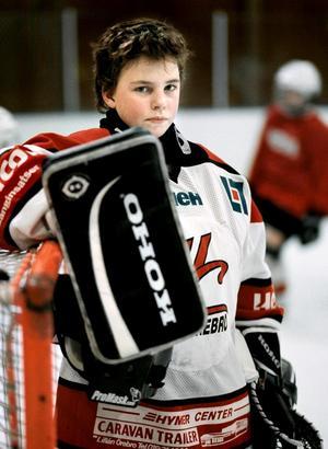 En tolvårig Sara Grahn i Örebros färger  2001. Foto: Lennart Lundkvist.
