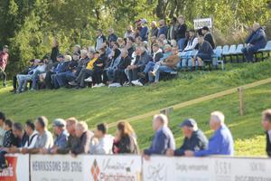 673 åskådare såg matchen, dessa hade sökt sig till skuggan.