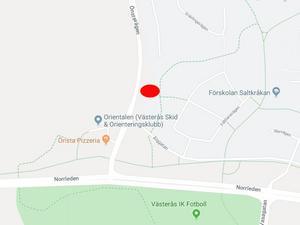 Den röda punkten visar ungefärlig plats för de nya husen.